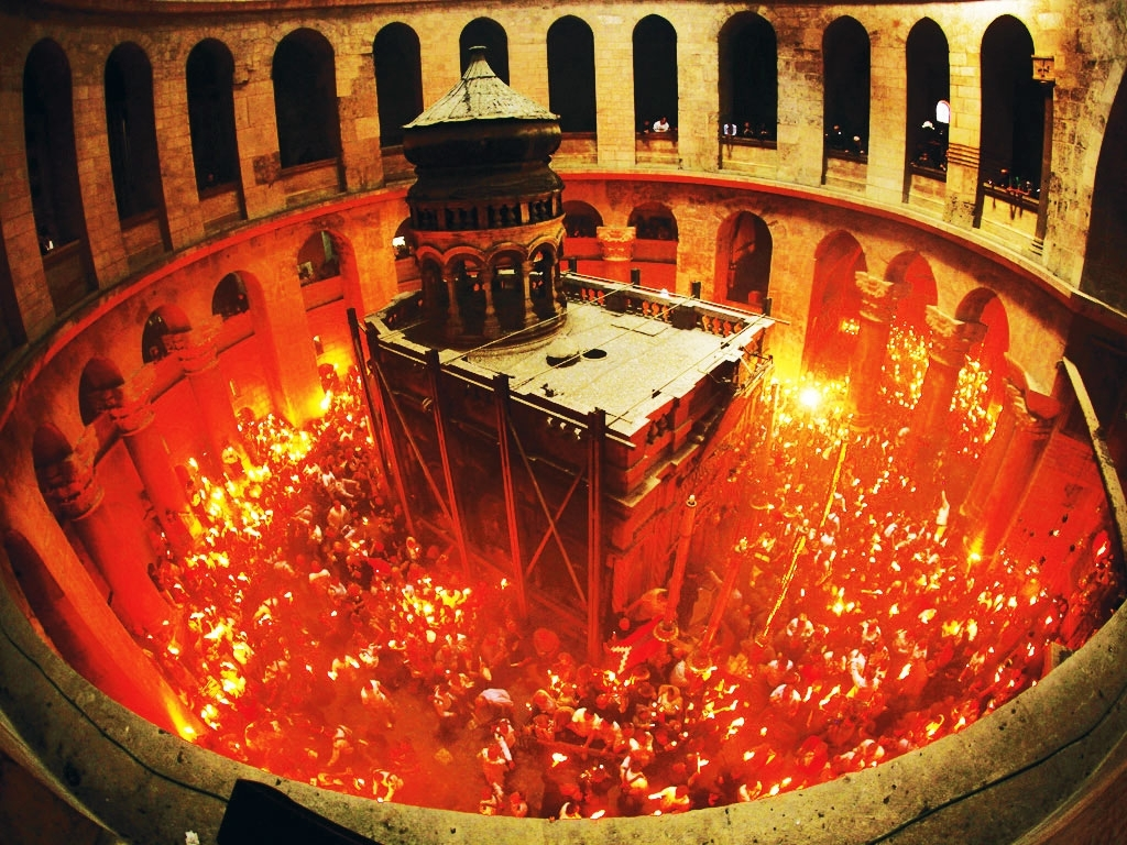 Армянский священник вновь разоблачил тайну «благодатного огня»