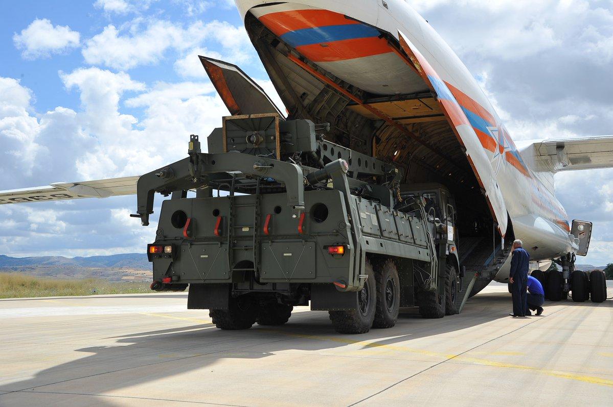 Турция получила первые элементы зенитной ракетной системы С-400