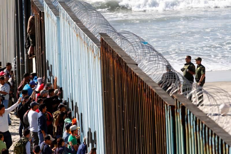 Мексиканская армия не будет препятствовать потоку беженцев в США