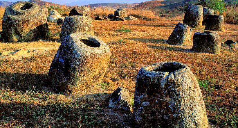 Тайна Долины кувшинов в Лаосе: кому принадлежали трехметровые сосуды
