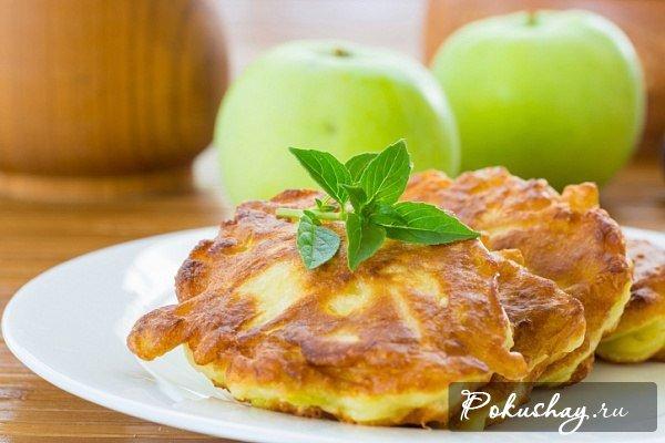 Яблочные оладьи к чаю – простой рецепт