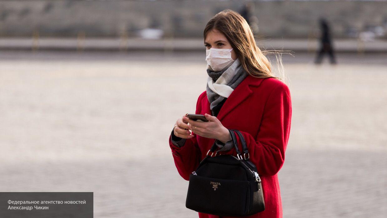 Врач развенчал мифы о пользе защитной маски на улице