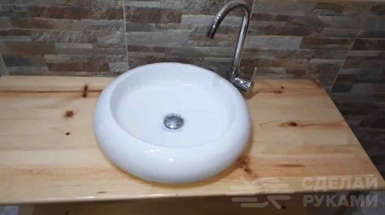 Столик под раковину из профильной трубы и мебельного щита