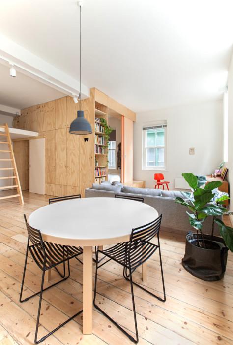 Зона гостиной-столовой в обновленной квартире. | Фото: roomble.com.