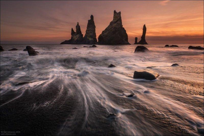 Вот это, пожалуй, единственное место, куда не так-то просто попасть. Только во время отлива и всё равно по колено в воде. И да, надо следить, когда вода начнёт прибывать. А то может оказаться слишком поздно. исландия, красота, пейзаж, природа, путешествия, фото, фотограф, фотографии