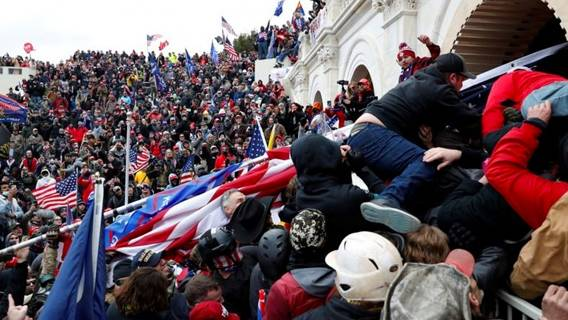 Бунт возле Капитолия повлек за собой ряд уходов с постов и призывы к отставке Трампа ИноСМИ
