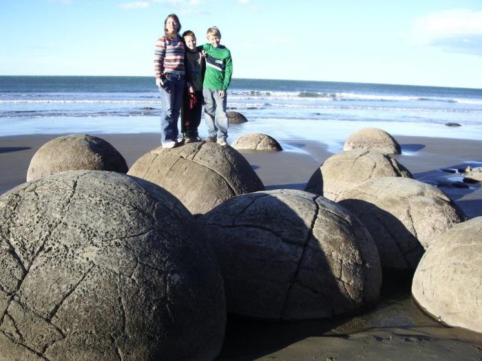 Загадочные камни, которые притягивают тысячи туристов со всего мира