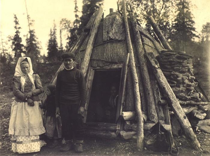 Семья кольских лопарей. Начало XX века. Фото: russiainphoto.ru