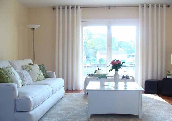 Мебель и шторы в одной цветовой гамме.