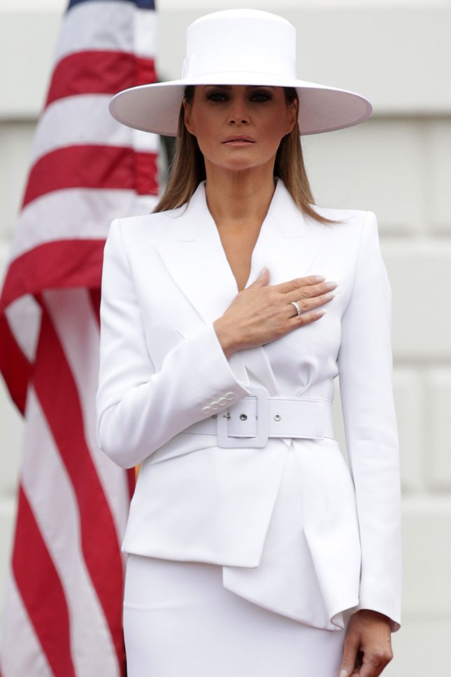 Широкий ремень на талии — любимый модный прием Мелании Трамп