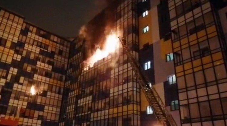 Загорелась крыша многоэтажно…