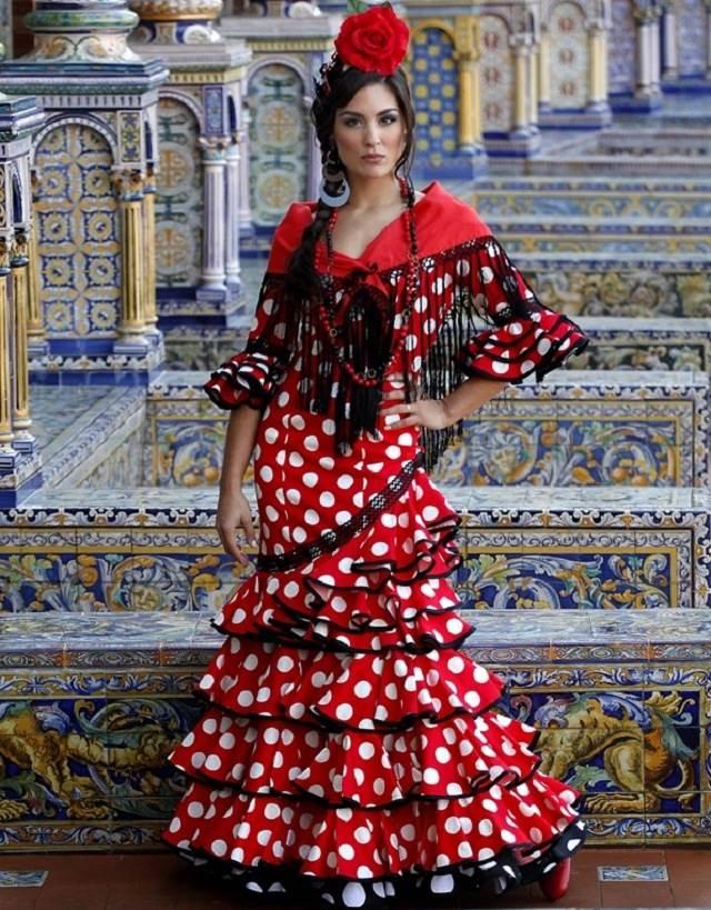 Красивые девушки в традиционных нарядах мира фото