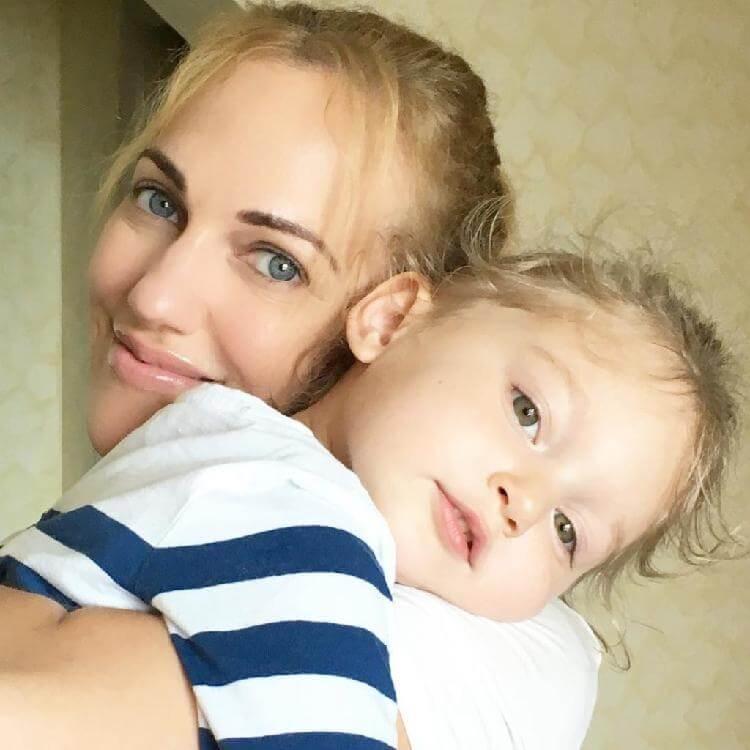 Дочка «Роксоланы» растет настоящей красоткой. Вся в маму