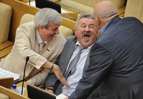 Депутаты смеются над бедными…