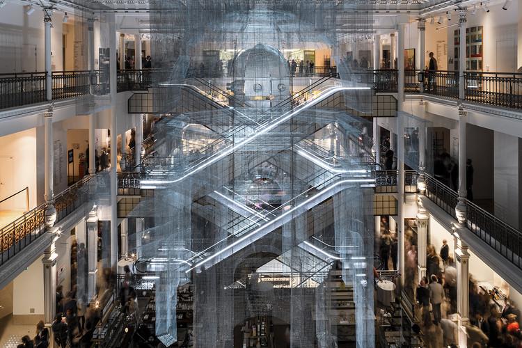 Инсталляция Aura в Париже