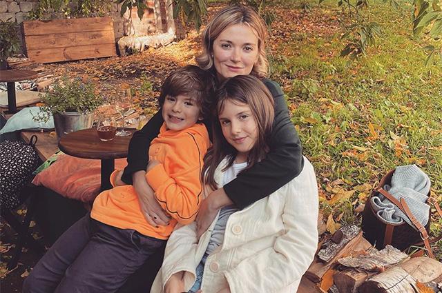 """""""Год прожит не зря"""": Надежда Михалкова поделилась новым снимком с детьми в свой день рождения Звездные дети"""