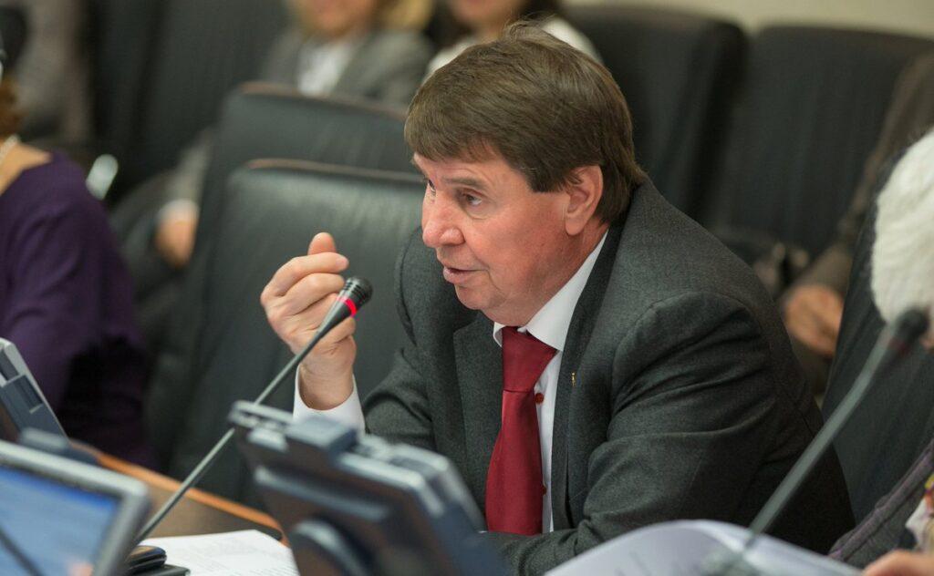 Сенатор Цеков объяснил, почему Украине следует отдать России южные регионы