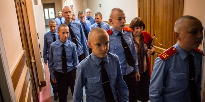В Томске кадеты объявили голодовку из-за опарышей в каше