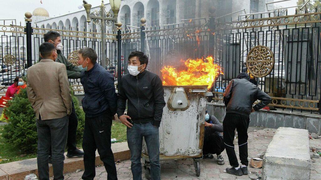 Политолог оценил, возможен ли в Киргизии сценарий украинского Майдана
