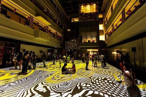 Пол в Сингапуре, расписанный художником инсталляции, искусство, психоделика, сломай мозг, странное, художники