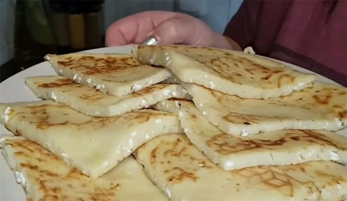 Ленивые хачапури за 15 минут: сытного завтрака хватает на целый день