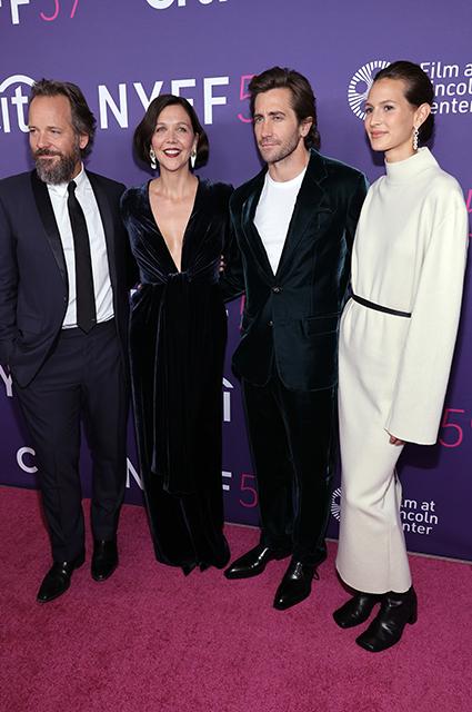 Джейк Джилленхол и его девушка Жанна Кадье дебютировали на красной дорожке как пара Звездные пары