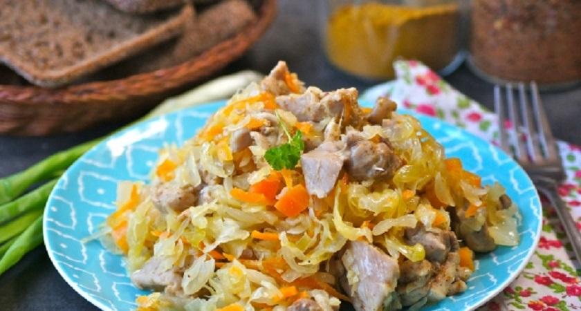 Курица с квашеной капустой в духовке: мало калорий и много вкуса