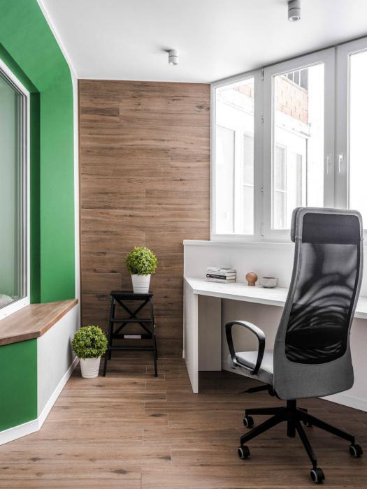 Стильный домашний офис на балконе.   Фото: Twitter.