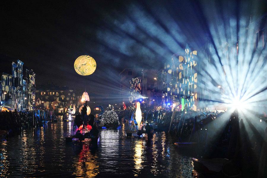 В Венеции начался карнавал 2019 года : репортаж открытия « Тутта колпа делла Луна »