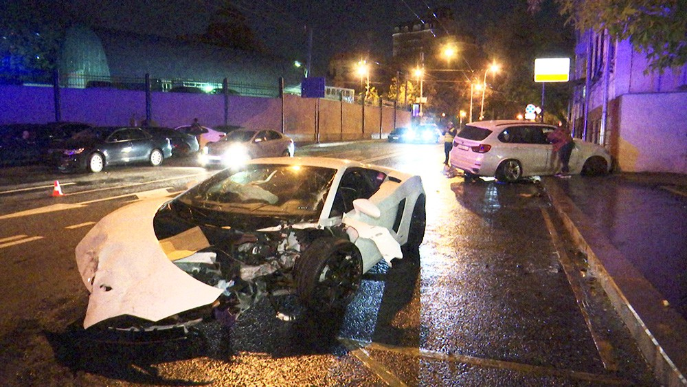 Чудом выживший в ДТП мужчина ушел за шоколадкой и лишился авто аварии,авто,автомобили,автомобиль,дтп,машины,происшествия