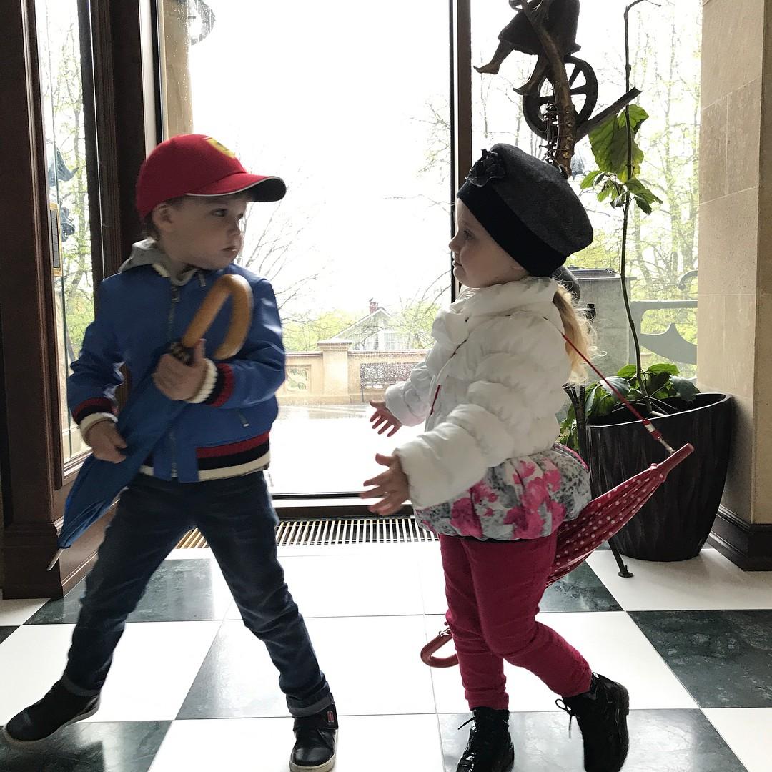 Максим Галкин впервые честно рассказал о напряженных отношениях внутри семьи максим галкин