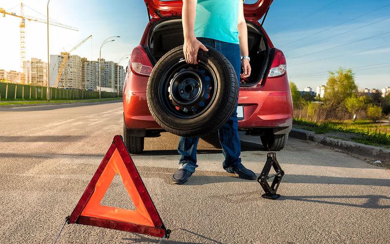 Попал в яму и повредил колесо — как получить компенсацию?