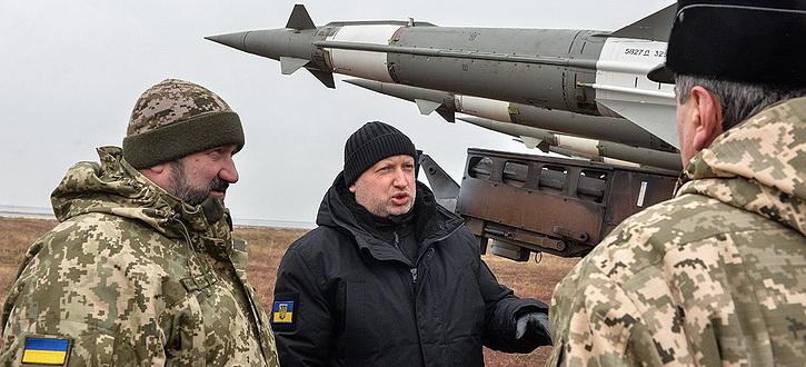Турчинов угрожает России 60-летним старичком