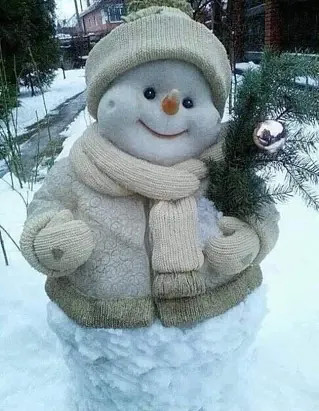 Самый позитивный снеговик!