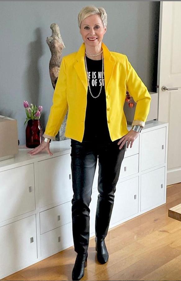 В 50 нужно жить ярко и выглядеть стильно