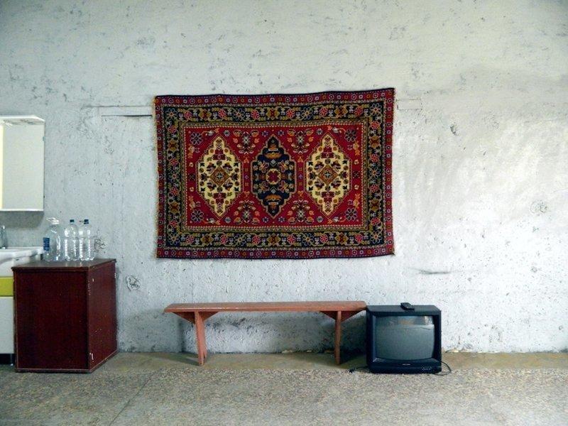 Житель Надыма сделал объёмную карту мира из пустой стены в своём гараже