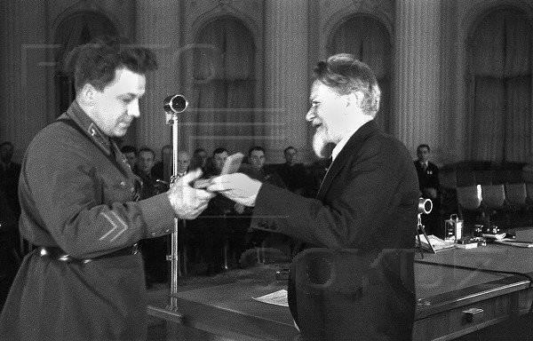 К 85-летию спасения челюскинцев. Первый Герой Советского Союза