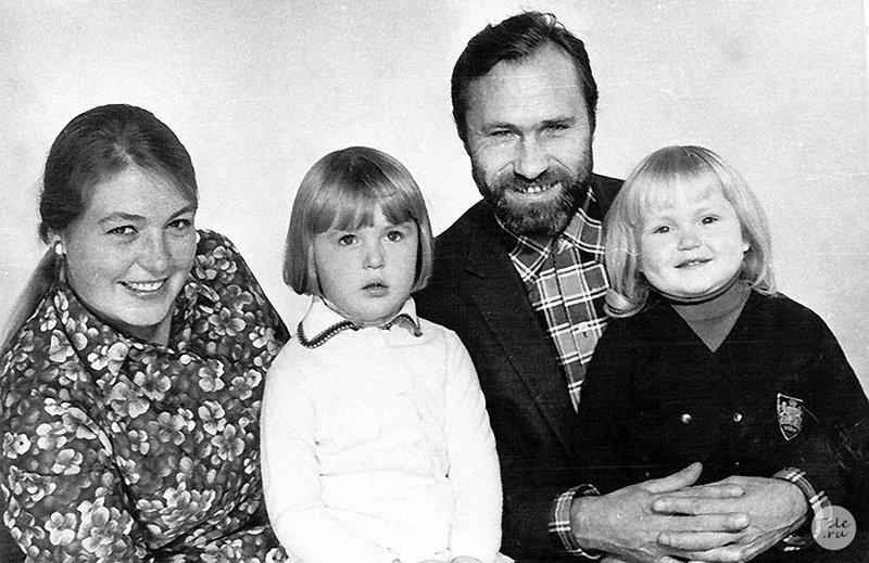 Знаменитости в кругу семьи. Фото из домашних архивов.