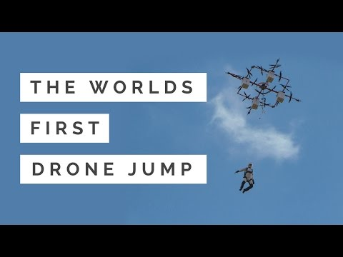Латвийский парашютист совершил первый в мире прыжок с дрона