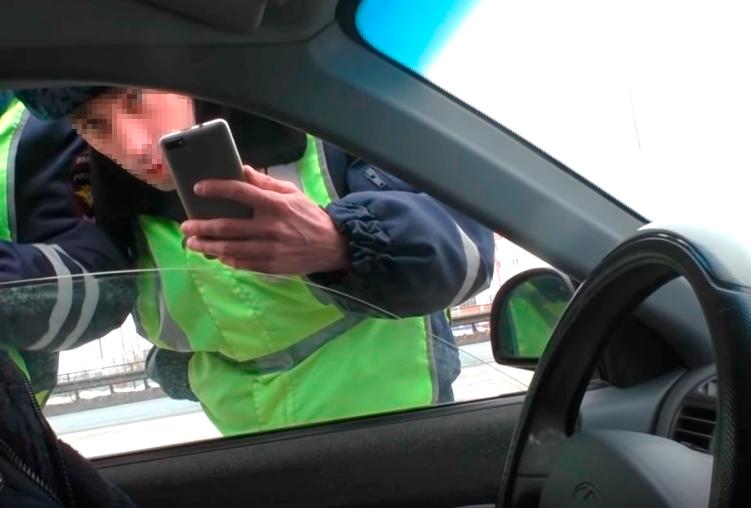 «Детская ошибка»: автоюрист объяснил, почему нельзя открывать багажник без протокола досмотра