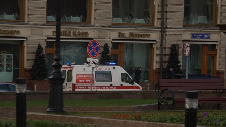 Охранник фастфуда покалечил посетителя из-за маски в Москве Происшествия