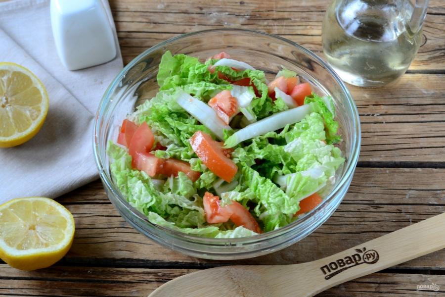 Салат из пекинской капусты и помидоров