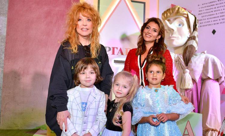 Дети Пугачевой и Галкина, Киркорова, Навки и других знаменитостей на празднике дочери Жасмин: фотоотчет