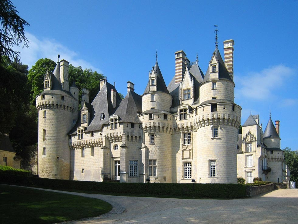 Замок Юссе на Эрне