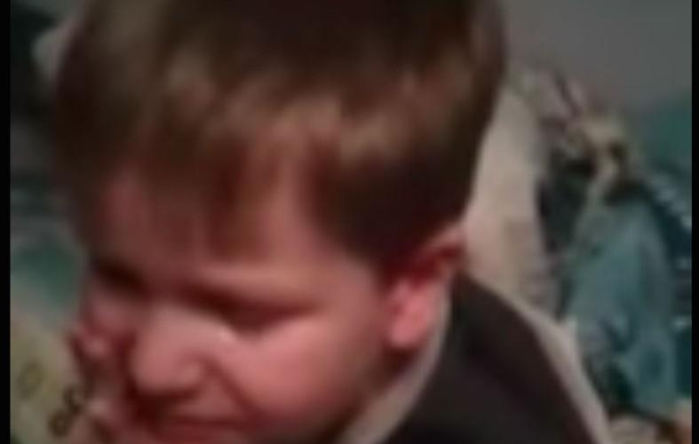 Рыдающий малыш шокировал маму заявлением: «Хочу на пенсию!»