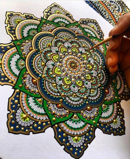Завораживающие мандалы художницы Асмахан Мослех