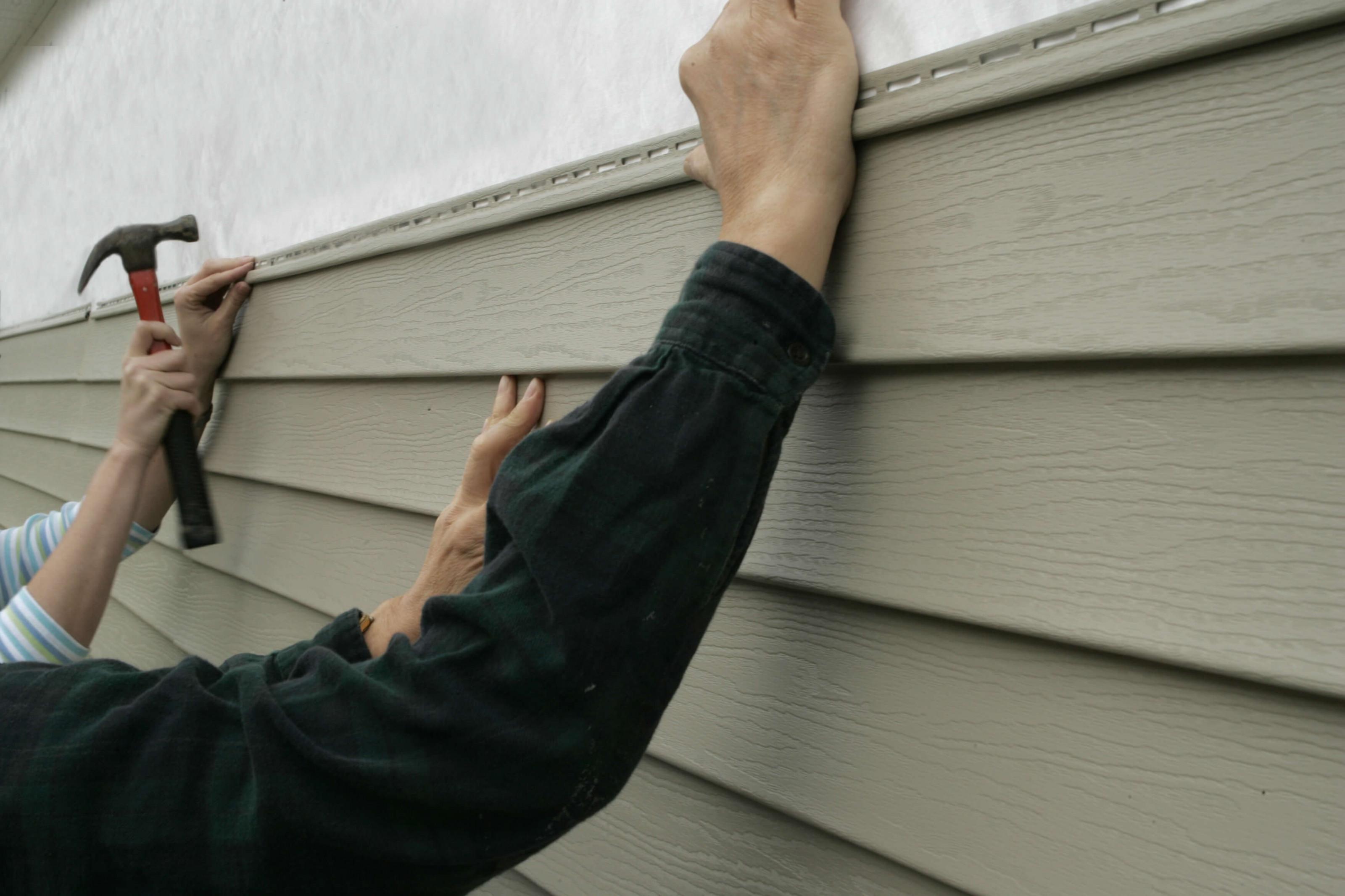 В чём опасность обшивки дома пластиковым сайдингом отделка и утепление,ремонт и строительство