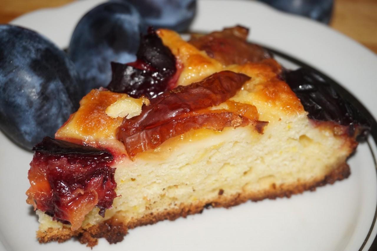 Пирог со сливами из творожного теста
