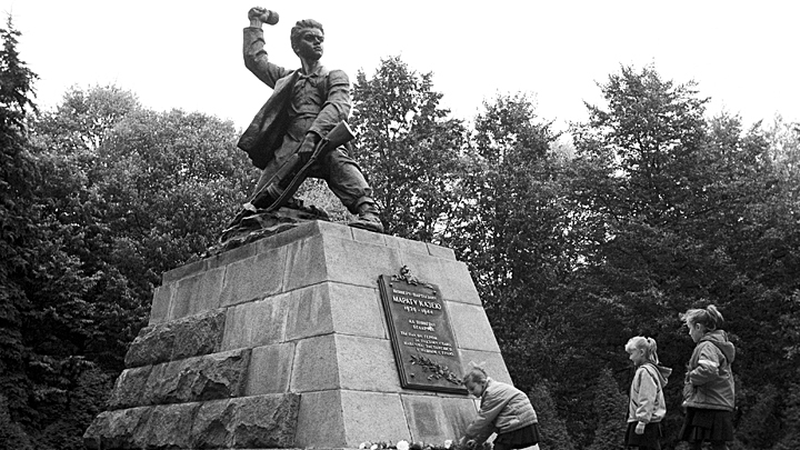 Пошёл на верную смерть: Как Марат Казей отомстил немцам за повешенную мать