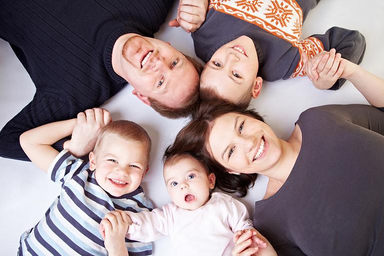 Многодетные семьи в противовес гейропейским